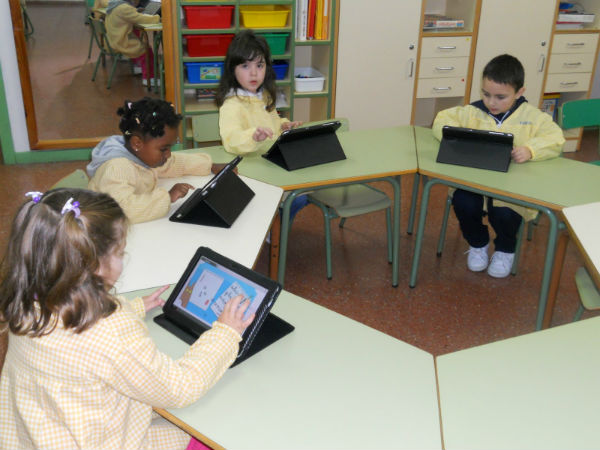 files/images/Learners-with-Tablets.jpg