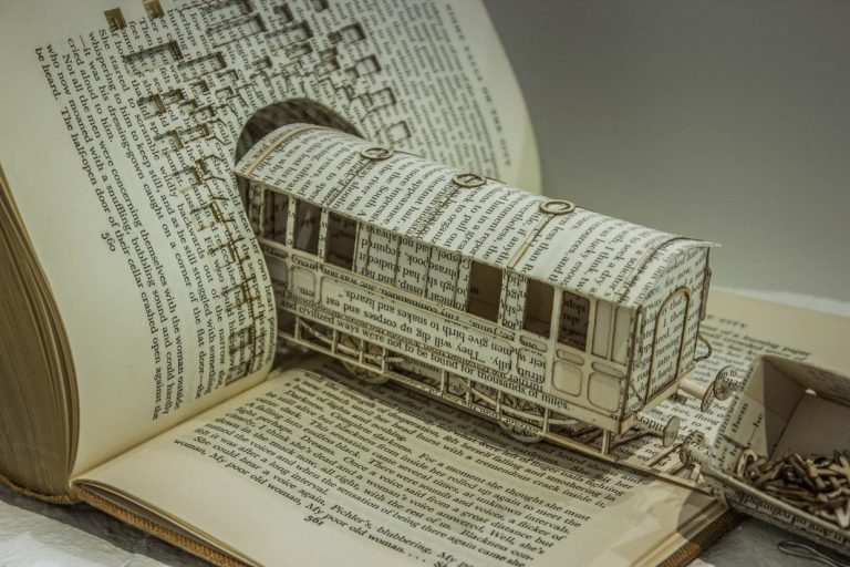 files/images/book-train-sculpture-768x512.jpg