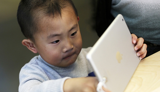 files/images/child-using-ipad.jpg