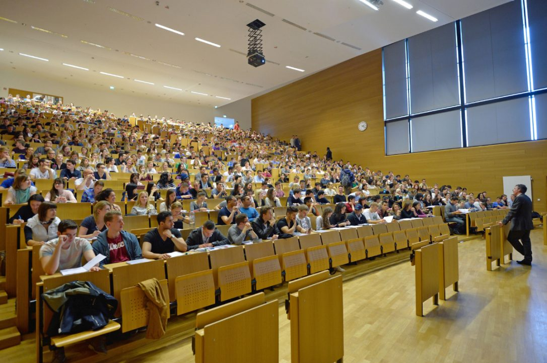files/images/lecture-hall.jpg.size.custom.crop.1086x722.jpg