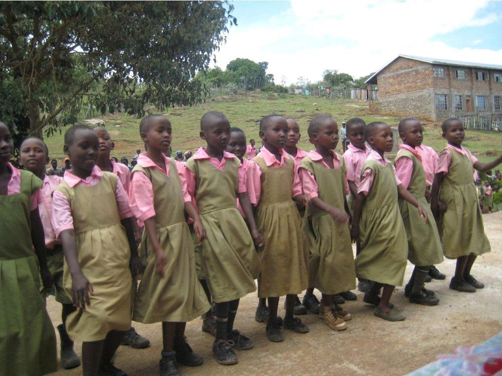 files/images/students-at-a-school-in-kenya-africa-that-are-making-use-o.jpeg