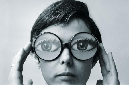 files/images/young-woman-wearing-fake-eye-glasse_450.jpg